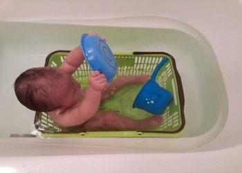 赤ちゃんと一緒にお風呂に入る時、これがあると便利です♪